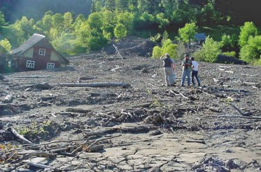 На Закарпатье из-за оползневых зон людей готовят к переселению