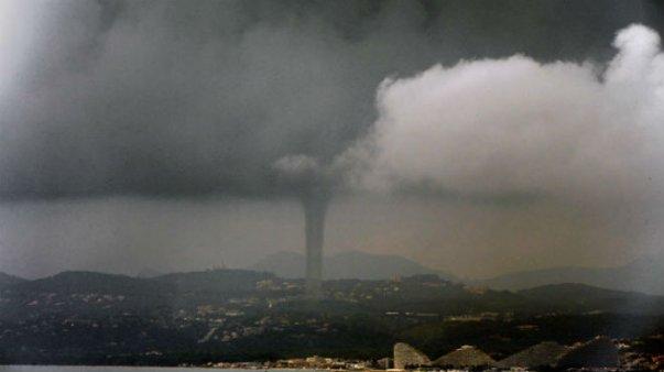 Во Франции пронесся торнадо