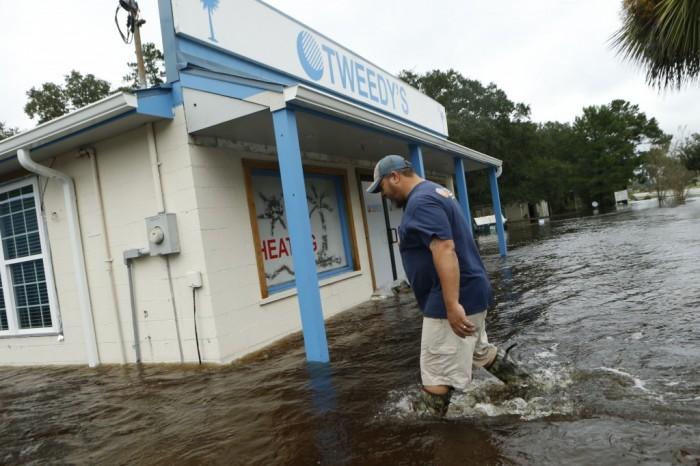 Ураган Мэтью захлестывает Юго-Восточное побережье США