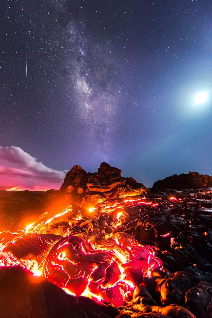 Извержение вулкана, метеорит, Млечный Путь и Луна на одном снимке